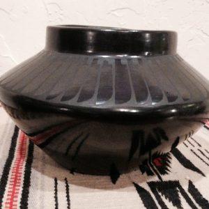 DR 249 Eagle Feather Pot