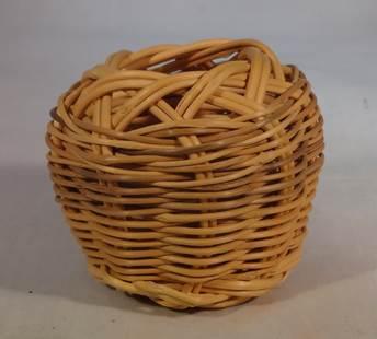 DR 417 Miniature Honeysuckle Basket