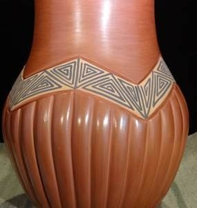 DR 2031 Carved Ribbed Vase