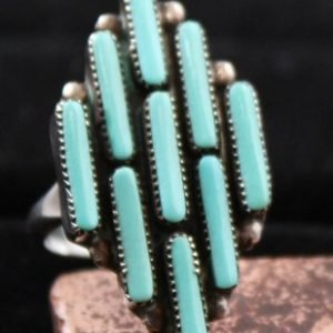 DR 1105 Needlepoint Cluster Ring