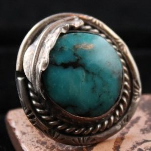 DR 198 Navajo Turquoise Ring With Leaf Design